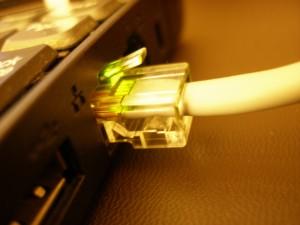 2213960196 6a3a847d12 b 300x225 Jak udostępnić internet na dwa komputery za pomocą kabla ? Łączymy dwa komputery w sieć.