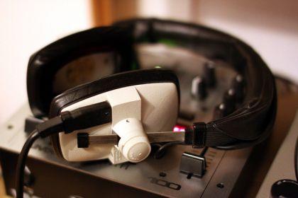 radio w internecie 420x280 Jak założyć darmowe radio internetowe ? Jak stworzyć własne radio online w internecie ?