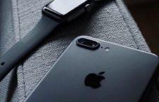 Użytkownicy czarnych iPhone'ów donoszą, że z urządzeń odpryskuje farba